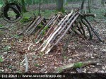 Survival und Bushcraft :: Laubhütte Schritt 1